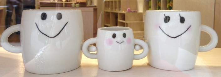 We found these mugs in a store window selling Taiwanese products. The whole area was full of high-end desginerly home goods - made me want to buy lots of things when I grow up!