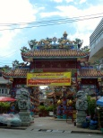 Beautiful temple that came out of no where when I was lost. The style is very Chinese, but the sign is in Thai.